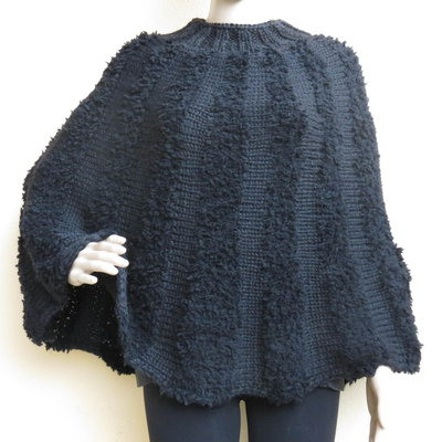poncho mantella fatta a mano in lana nera