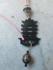 ciondolo con pagoda orientale