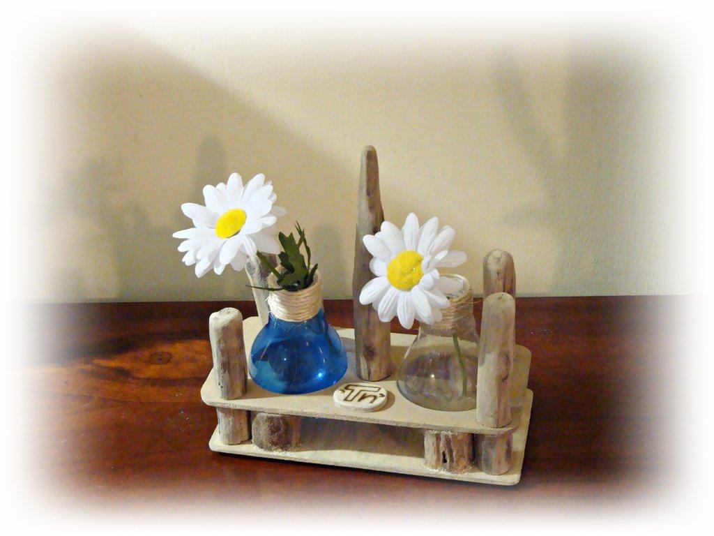 IN-SOLITO porta mono fiore con legni di mare
