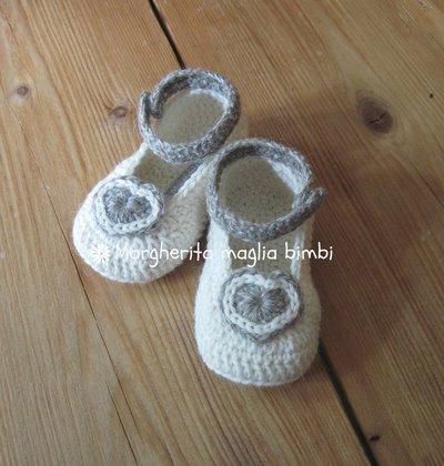 Scarpine ballerine con laccetto e cuore fatte mano in lana e alpaca anallergica