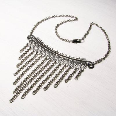 Collana in acciaio inox, collana vistosa e seducente, collana triangolare, forme geometriche