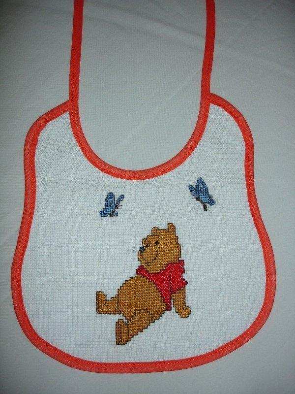 Bavaglino winnie the pooh su misshobby for Punto croce disney winnie the pooh