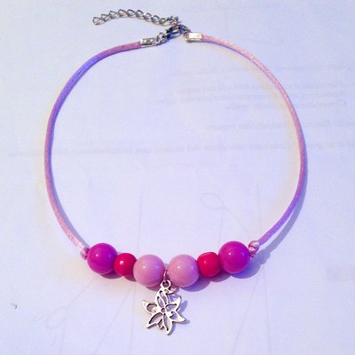 miglior servizio e04ed cde63 Collana girocollo regolabile con perle, coda di topo e ciondolo floreale  nelle tonalità del rosa, fatta a mano
