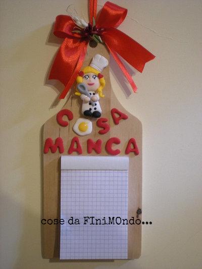 Tagliere di legno con decorazioni in fimo, promemoria per cucina ...