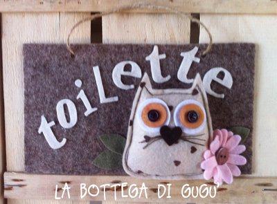 """Targa fuoriporta di feltro con scritta """"Toilette"""" (marrone/panna)"""