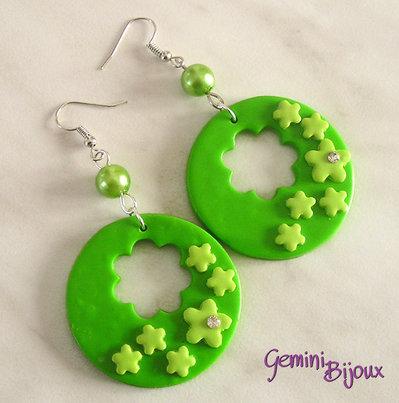 Orecchini fimo cerchi verdi strass