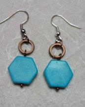 Orecchini con ceramica azzurra  e cerchietti in rame