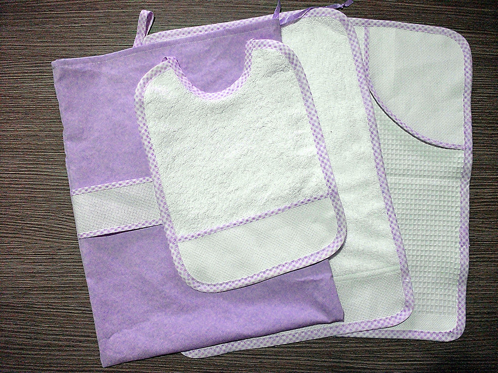 Set asilo 4 pezzi da ricamare tovaglietta bavaglino asciugamani sacca lilla