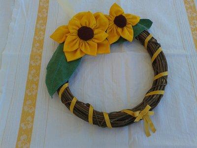 Ghirlanda con fiori in stoffa