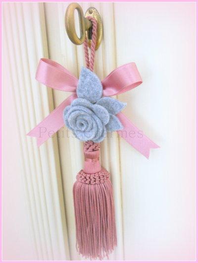 Appendi-porta con rosa in rilievo , fatto a mano
