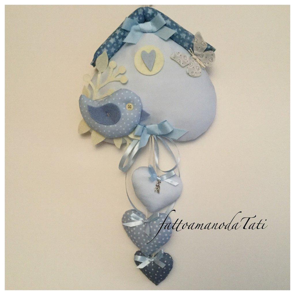Fiocco nascita in piquet di cotone azzurro a forma di casetta con uccellino e cuori