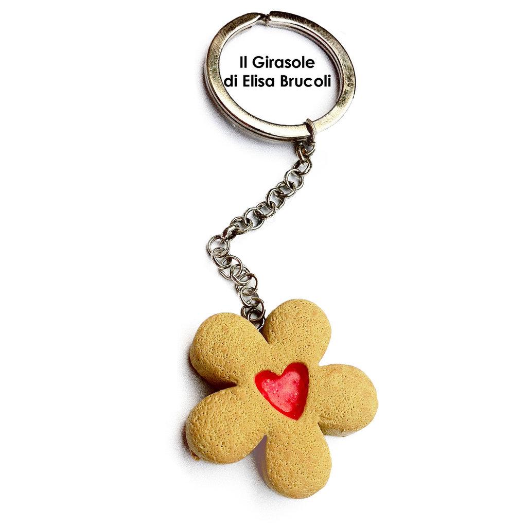 Portachiavi con biscottino di frolla e cuore di marmellata in fimo