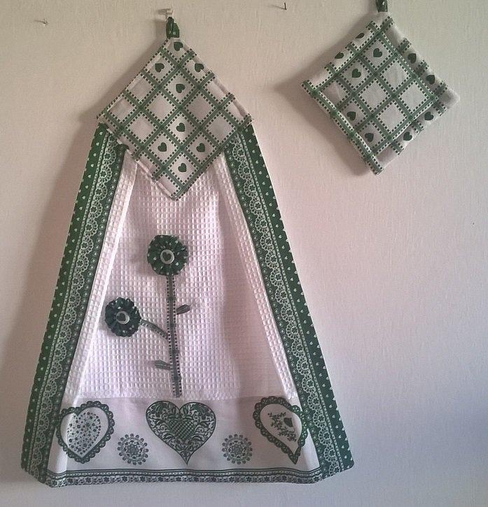 strofinaccio con presina, canovaccio con presina, cuori verdi, regalo natale, decorazione per la cucina, regalo per la mamma