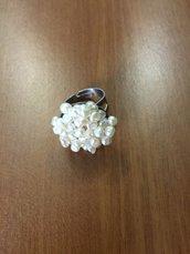 Anello di perle con base metallica regolabile