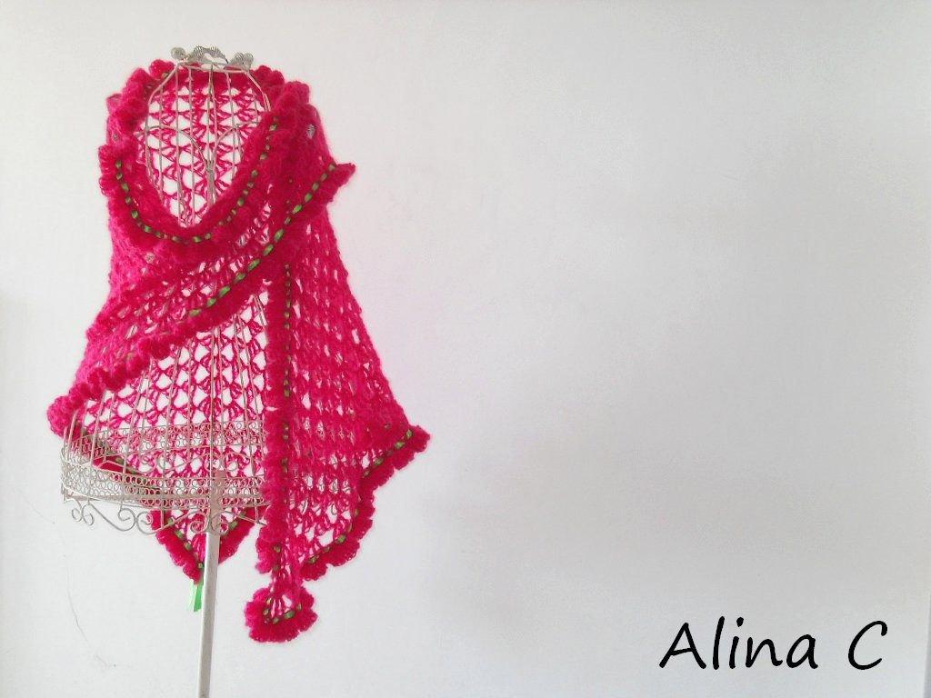 """Scialle crochet """"Fluò"""" in lana mohair rosa fuxia, moda donna,accessori inverno,spedizione gratuita,fatto a mano"""