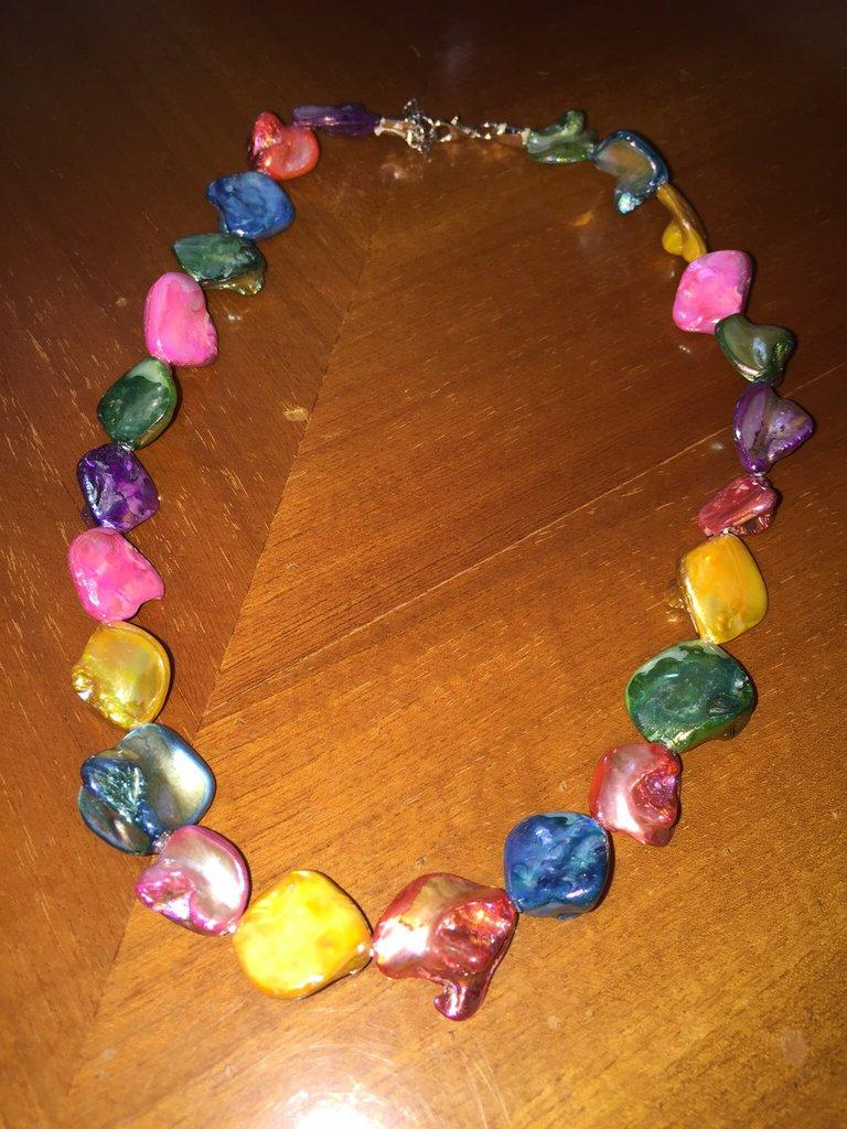 Collana di pietre colorate