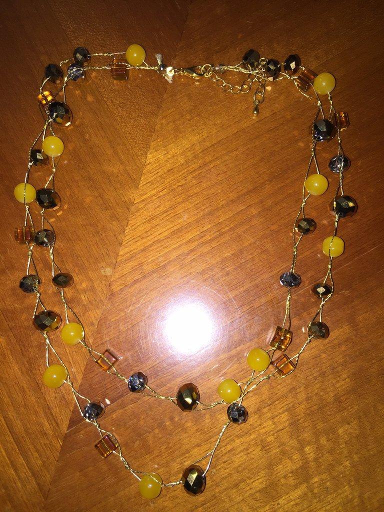 Collana di perline con doppio filo