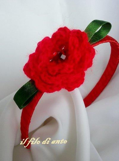 Cerchietto per capelli rosso con rosa irlandese