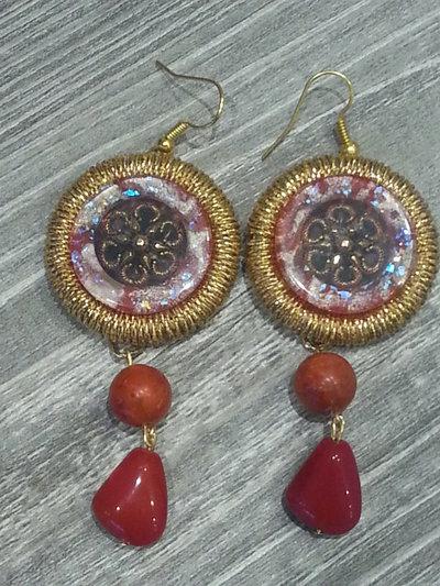 Orecchini pendenti con bottoni hand made