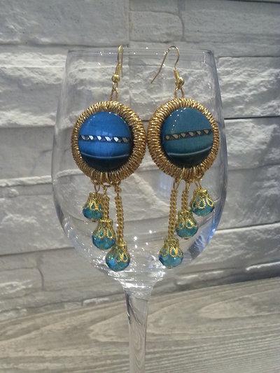 Orecchini pendenti con bottoni colore acquamarina