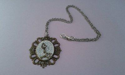 Collana con cammeo e chiavi bronzo