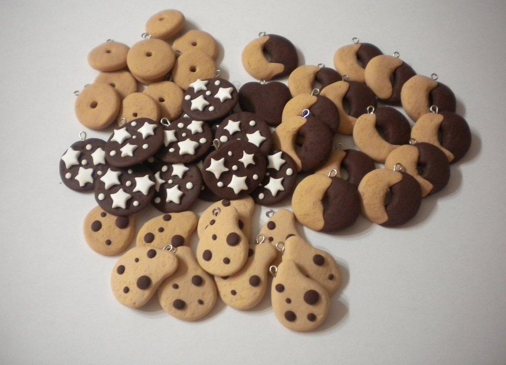 lotto 15 ciondoli in fimo pan di stelle abbracci gocciole batticuore charms handmade