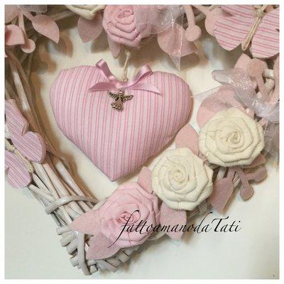 Cuore/fiocco nascita in vimini con roselline ,farfalle e cuore a ...