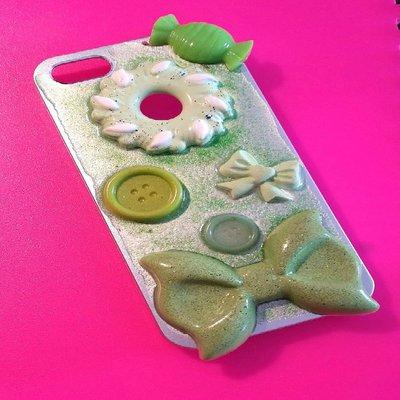 Cover argento e verde, in resina (per Iphone 4/4s) decorata con glitter e cabochon
