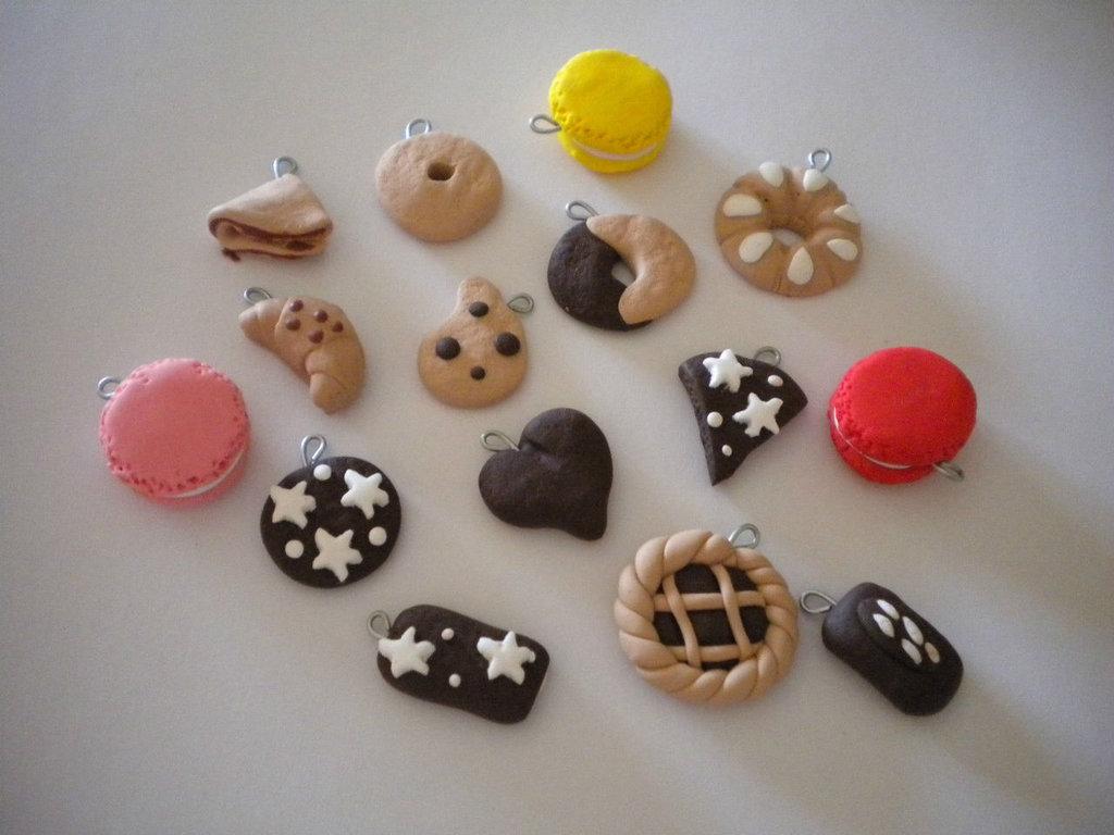 Lotto 15  ciondoli in fimo biscottimacarons pan di stelle crepes  handmade charms