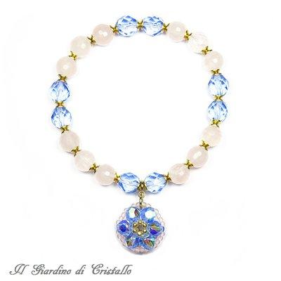 Bracciale con quarzo rosa e ciondolo a fiore blu in mezzo cristallo fatto a mano - Petunia