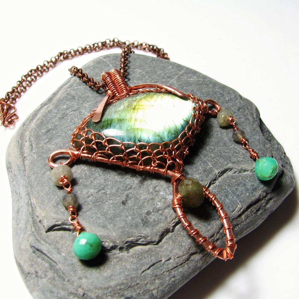 Collana in rame, labradorite in rame, collana di metallo, collana con pietre - LABRADORITE NELLA RETE DI RAME