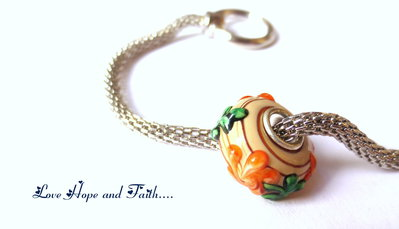 """Perla a foro largo in """"Fiori arancio"""" (14x14 mm) (cod.0002)"""