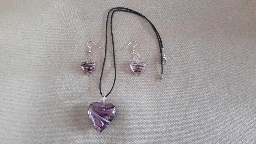 Parure vetro pendenti degli orecchini e ciondolo della  collana a cuore nelle tonalità del rosa