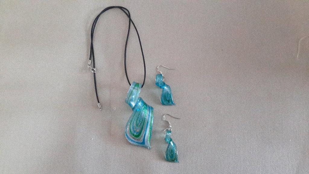 Parure vetro a spirale, orecchini e collana