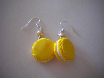 Orecchini con ciondoli in fimo macarons gialli earrings handmade