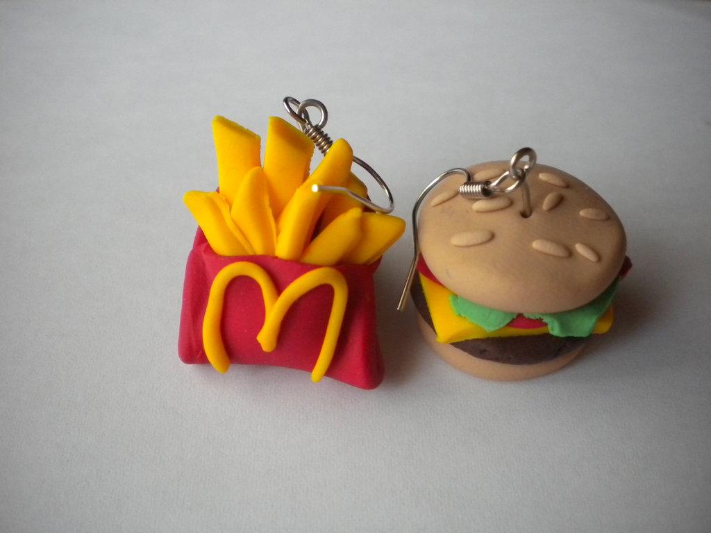 Orecchini con ciondoli in fimo cheeseburger e patatite fritte earrings handmade