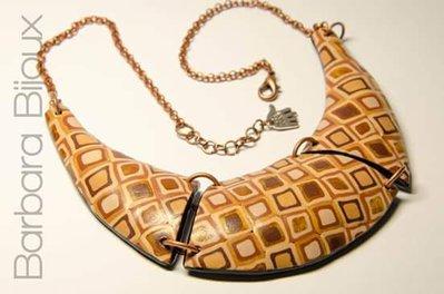 Collana a forma di lunetta con effetto murrine realizzata a mano in pasta polimerica (fimo).