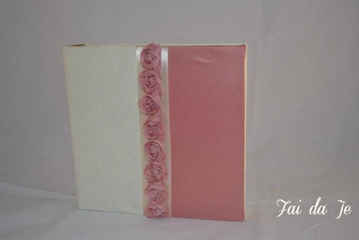 Album foto artigianale rosa e beige con rose