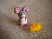 Orecchini con ciondoli in fimo topolino con formaggio earrings handmade