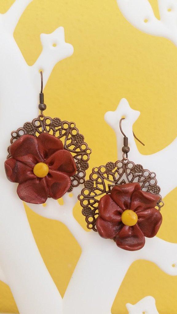 Orecchini fiore fimo su filigrana
