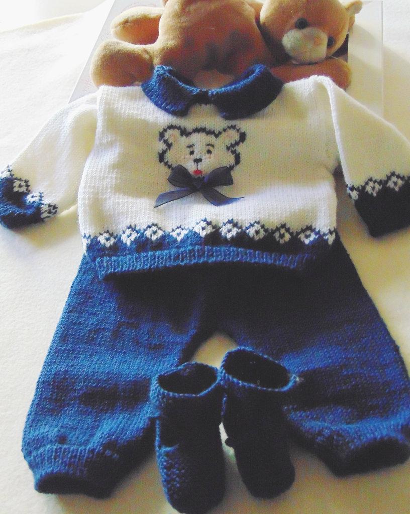 Completino bimbo  con orsetto  ricamato e scarpette con pon pon