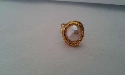 Anelo donna wire dorato con perla bianca