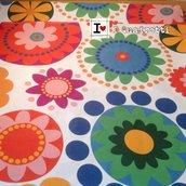 Trapuntino da salotto con fiori geometrici