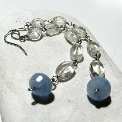 Orecchini lunghi con cristallo di roccia e quarzo azzurro - AZZURRINO