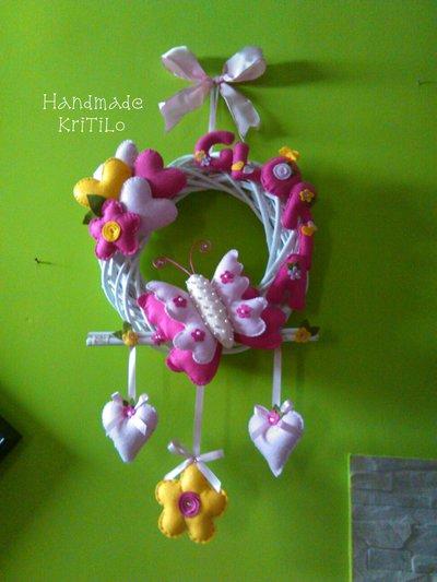 Ghirlanda fiocco nascita con farfalla, cuori e fiori Handmade KriTiLo