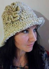 cappello donna,completamente realizzato a mano