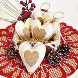 """Decorazioni di Natale shabby chic """"Cuori e oro"""" in feltro e iuta dorata"""