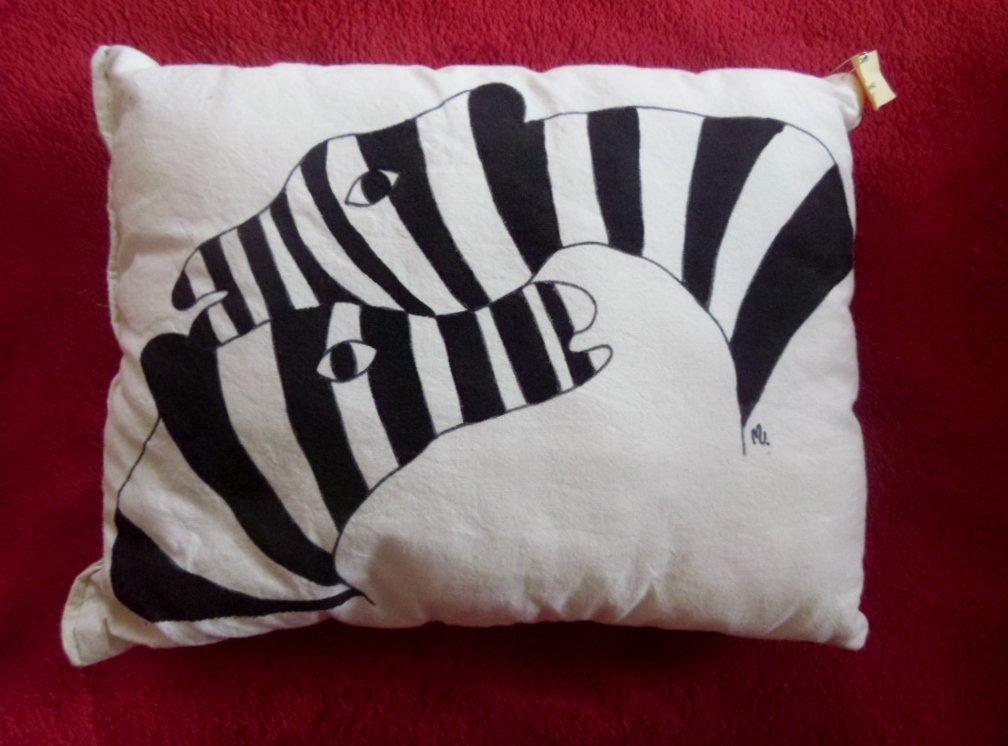 """cuscino dipinto """"zebre"""""""