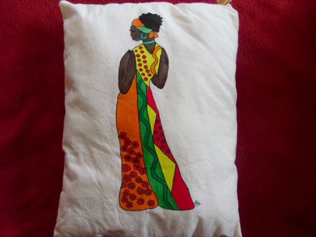 "cuscino dipinto ""donna africana"""