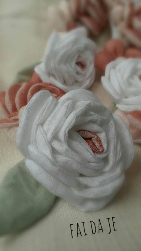 Catena con rose e margherite shabby